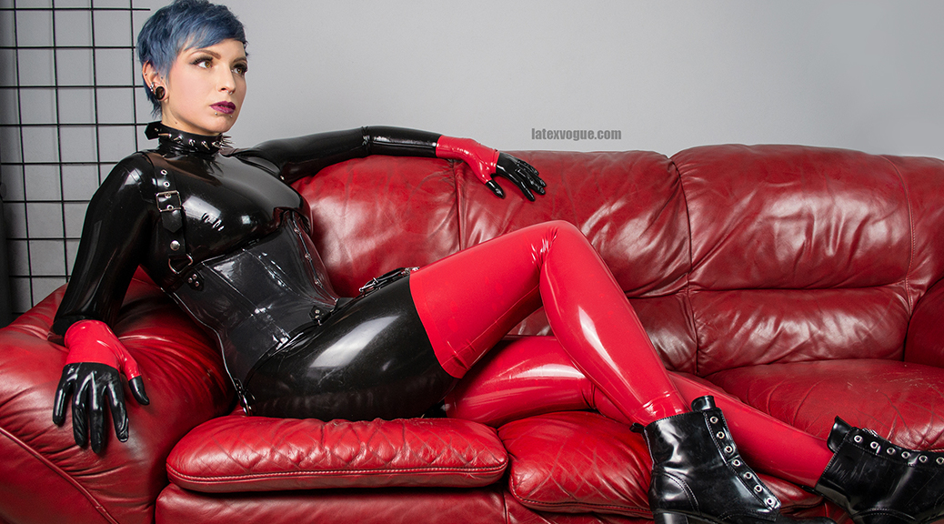 punk-girl-black-latex-catsuit-00